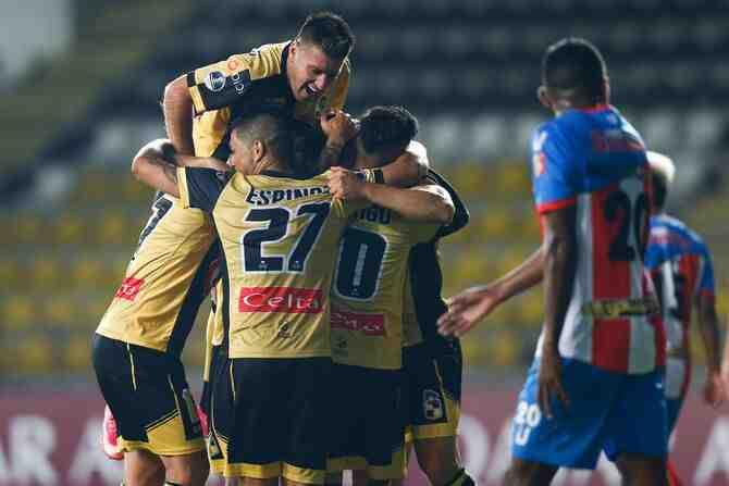 Coquimbo fulmina a Estudiantes de Mérida en 20 minutos y queda con un pie en octavos de la Sudamericana