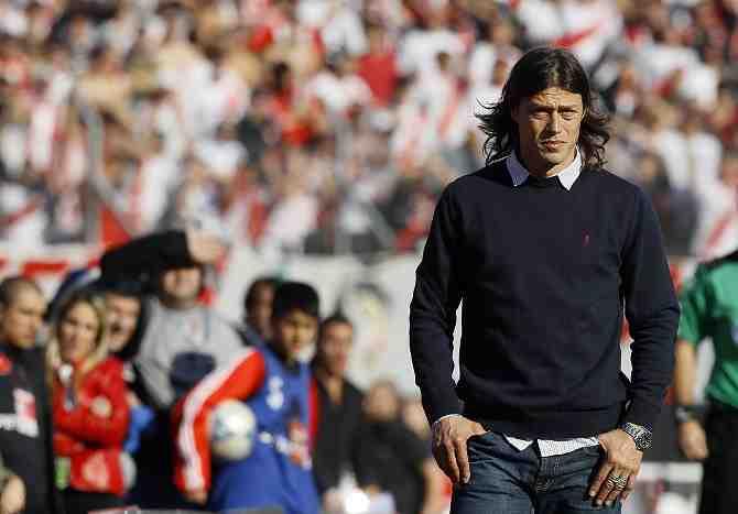 Matías Almeyda toma la delantera para dirigir la selección chilena