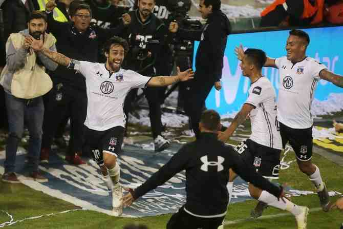 """Contratos múltiples en el fútbol chileno: El caso de los cuatro documentos que firmó el """"Mago"""" Valdivia con Colo Colo"""