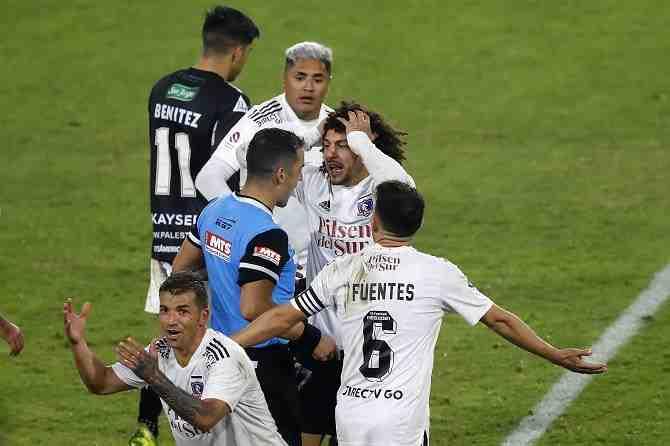 Colo Colo se enfurece con el árbitro y cae en el Monumental ante Palestino