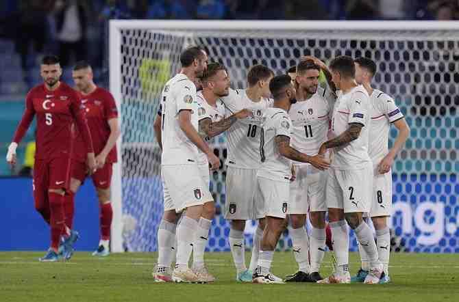 Los nuevos tiempos de la Eurocopa: Italia destaca por su poder ofensivo y celebra con público en las tribunas