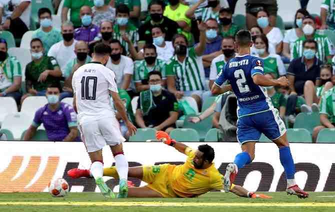 Celebración a la distancia: Bravo, Pellegrini, Aránguiz y Maripán zapatearon en la Europa League